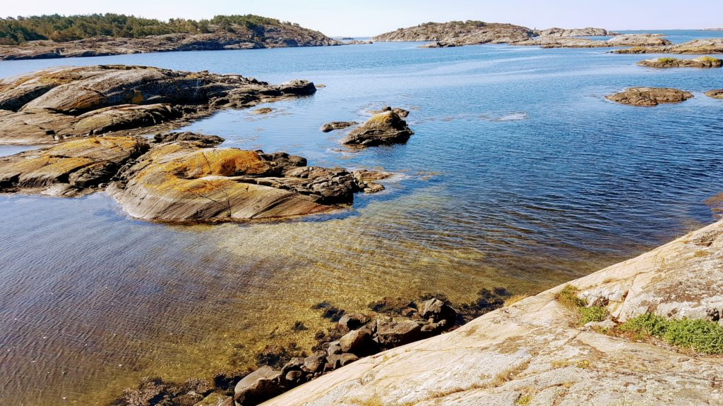 Slike plasser ut mot havet kan by på flott sommerfiske etter sjøørret.