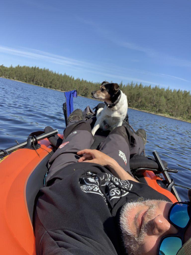 Ørretfiske i Østfold. Det er mange muligheter for de som leter. En liten båt er kjekk å ha i jakten etter ørret.