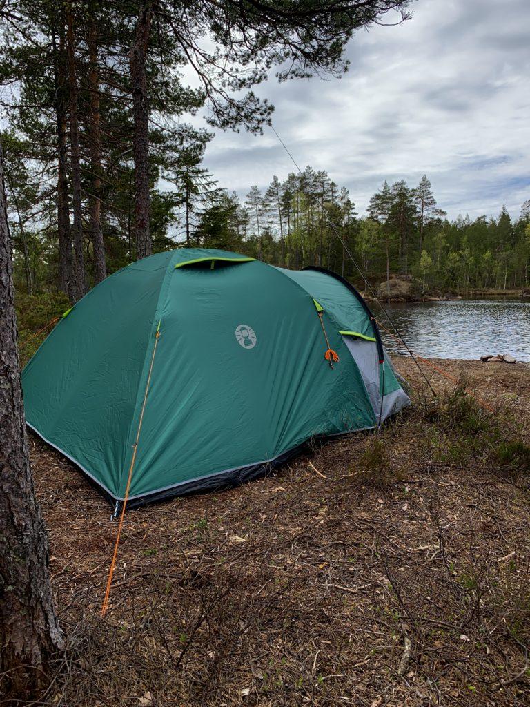 Coleman Kobuk Valley 4 Plus telt. Her er jeg på tur for å fiske ørret i Østfold.